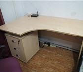 Foto в Мебель и интерьер Офисная мебель Письменный стол с тумбой. Размеры стола: в Перми 2750