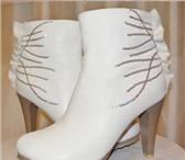 Фото в Одежда и обувь Женская обувь продам новые осенние полусапожки белого цвета в Краснодаре 1000